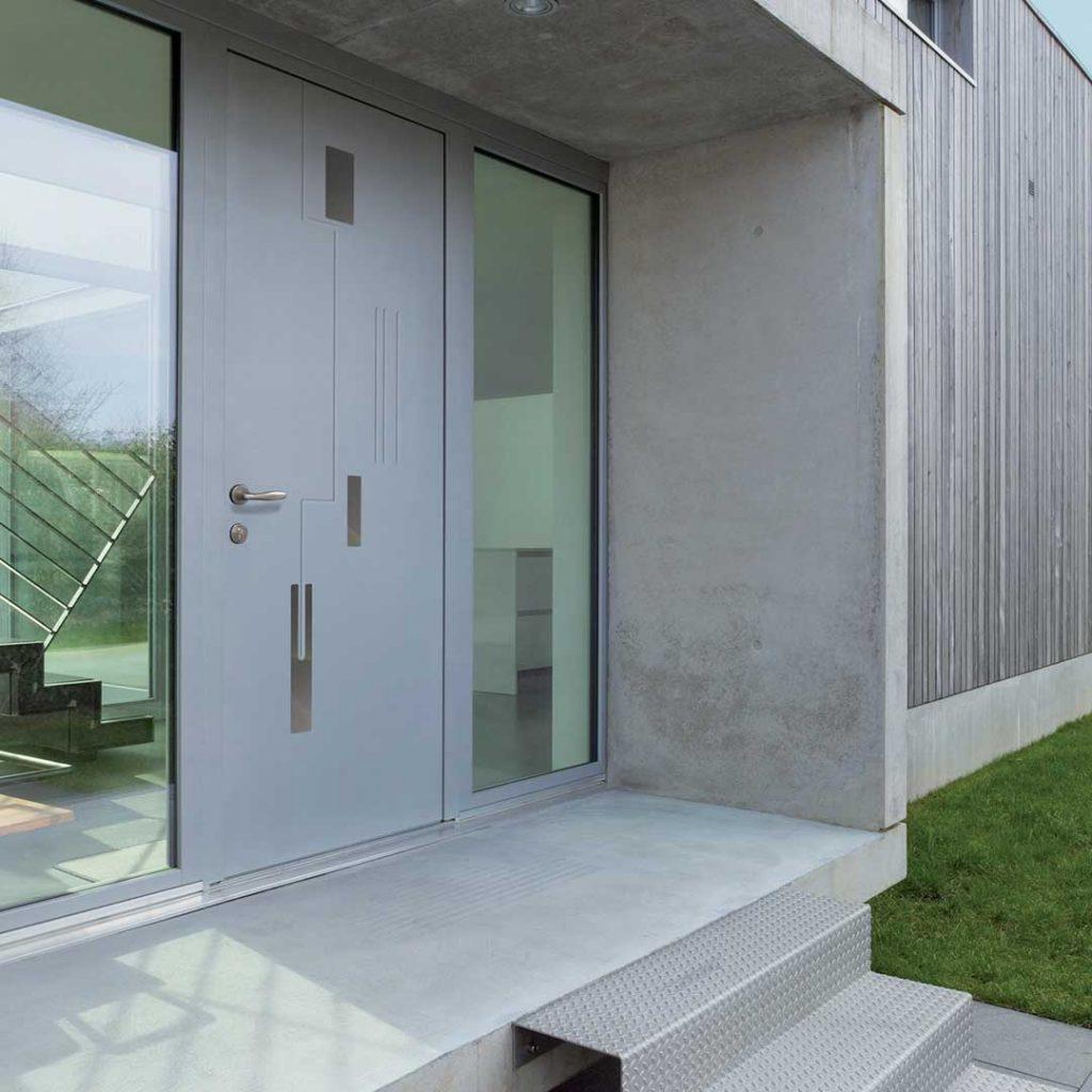 porte d'entrée alu monobloc sur devanture de maison moderne